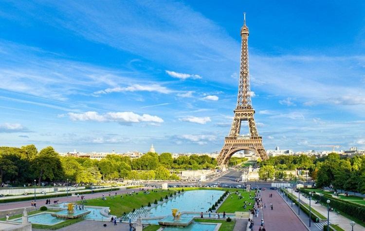Khám Phá Thành Phố Của Những Kẻ Mộng Mơ ở Pháp