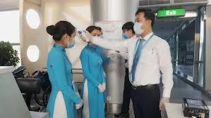 Tất cả nhân viên Vietnam Airlines được đo nhiệt độ trước chuyến bay